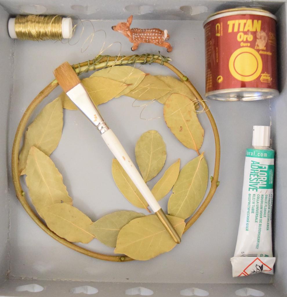 Materiale necesare Coroniță Dafin Alice Blue